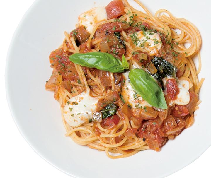 バジルとモッツァレラチーズのトマトスパゲッティ